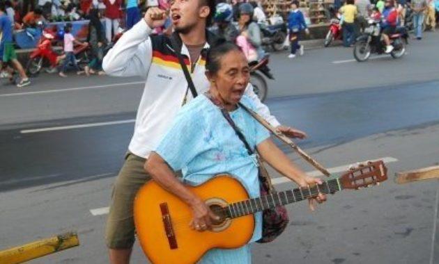Nenek rocker