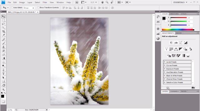 Tampilan Adobe Photoshop CS4 untuk mengedit foto
